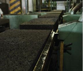Fase di taglio e confezionamento dei pannelli Corkpan
