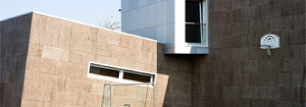 Villa rivestita con sughero MD facciata a vista