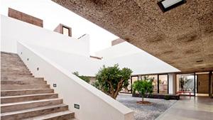 Villa Extramruos rivestita cons sughero faccia a vista MD Facciata