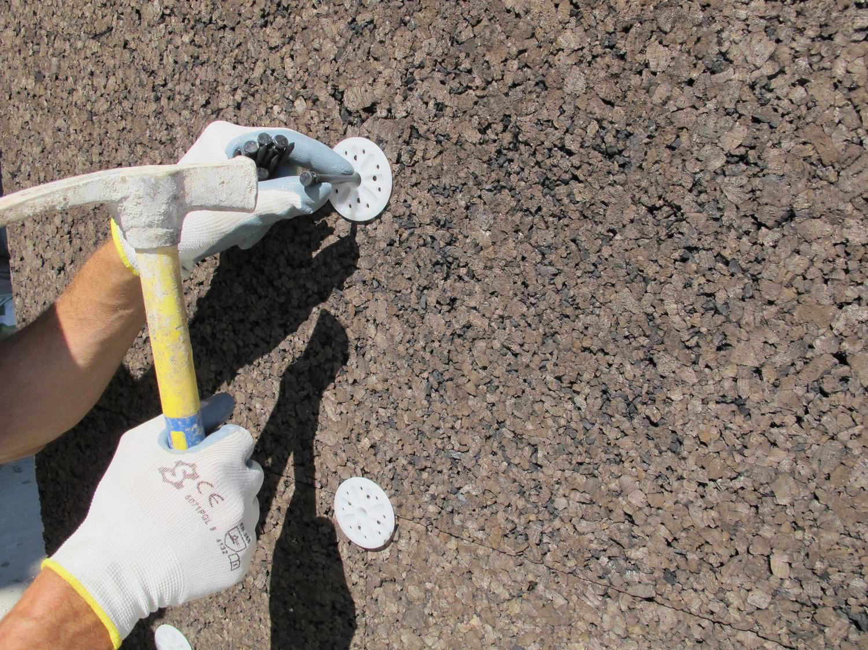 Inserimento del tassello in PVC