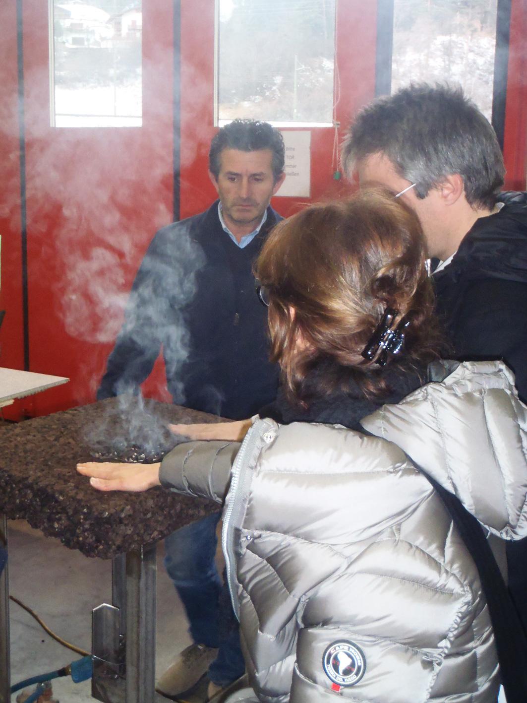 Il sughero Corkpan non brucia e non propaga la fiamma, come dimostrato ai consulenti commerciali Rubner