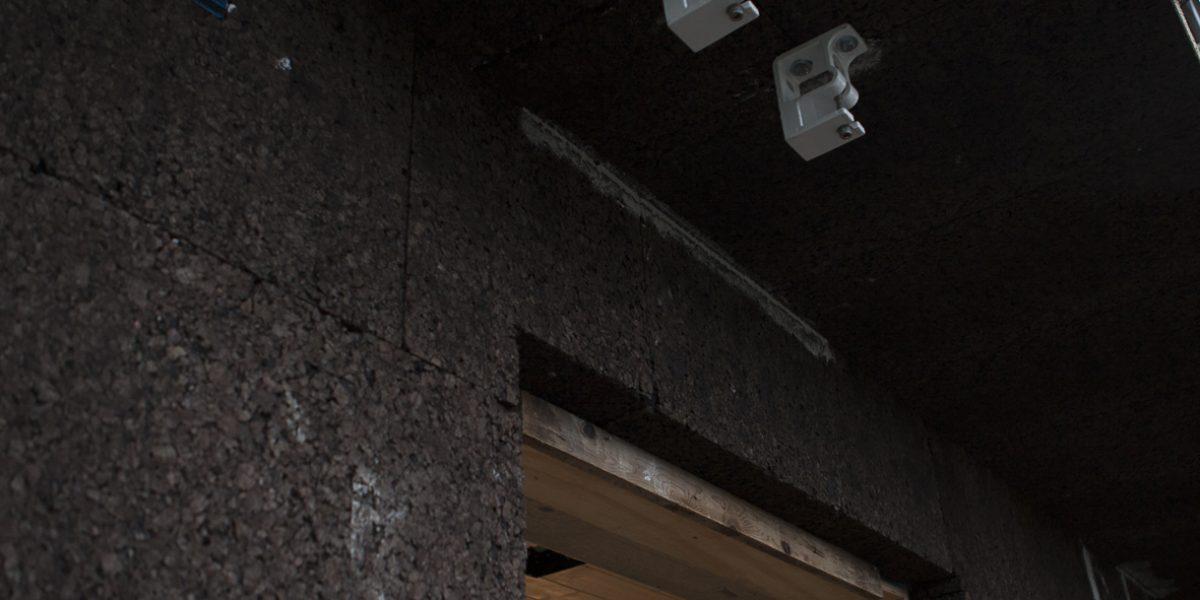 dettaglio della posa del pannello di sughero Corkpan per cappotto termico SecilVit CORK per l