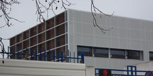 La scuola di Redondo è realizzata con una facciata ventilata isolata in sughero Corkpan
