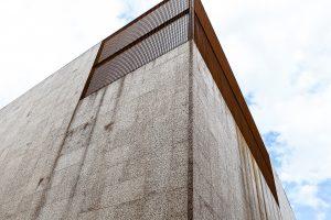 dettaglio dello spigolo del rivestimento in sughero del padiglione del brasile ad EXPO 2015