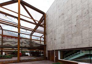 Un lato del rivestimento in sughero della facciata del padiglione del Brasile ad expo 2015