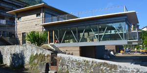 La villa di Vira Gambarogno in Scizzera è realizzata con cappotto in sughero faccia a vista