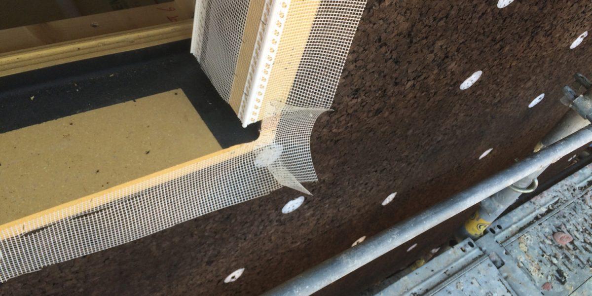 Cappotto naturale in sughero Corkpan su casa con struttura in legno a telaio