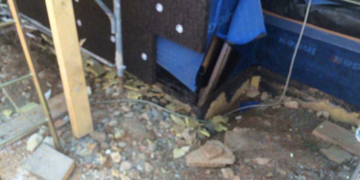 Cappotto naturale in sughero Corkpan SecilVit CORK viene posato sopra i teli a protezione del legno