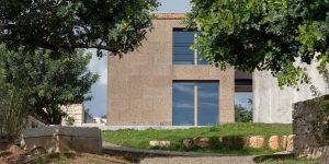 La residenza nemini Teneri a Scicli è rivestita e isolata in sughero a vista