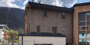 Edificio in legno Holzius a Pinzolo isolato e rivestito con sughero CORKPAN in parte faccia a vista
